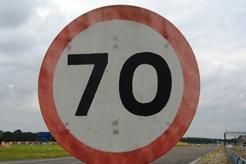 La velocidad de los camiones a 70 km/h en carreteras convencionales