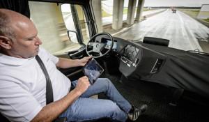 Camión autónomo Mercedes-Benz en funcionamiento