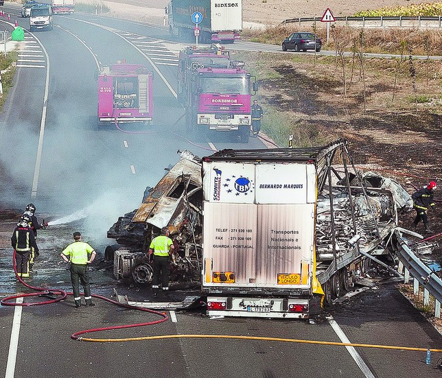 La DGT y FESVIAL han lanzado un cuestionario a los profesionales para conocer su opinión sobre los riesgos de su profesión en la carretera.