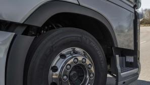 Volvo trucks ha mejorado la eficiencia de sus camiones con una serie de mejoras en los motores.
