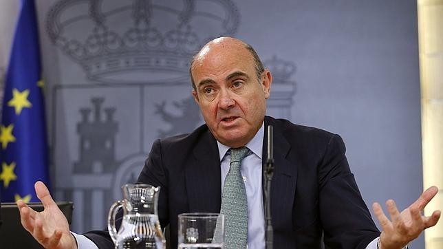 Luis de Guindos ha propuesta la implantación de la euroviñeta a camiones de más de 3,5 Tn. para cuadrar los presupuestos de 2017.