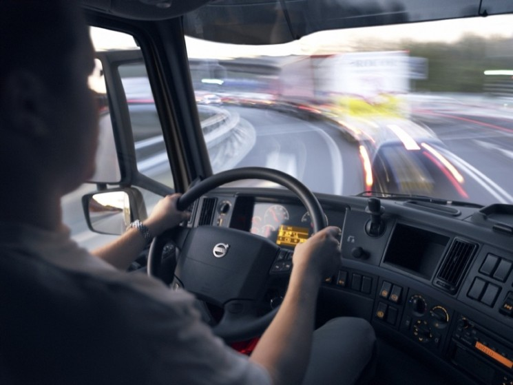 Italia exige salario mínimo a los conductores de camiones de empresas no residentes en el país a partir del 26 de diciembre de este año.