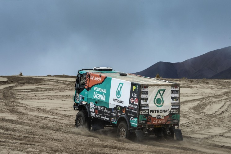 La etapa ocho del Dakar ha concluido con cambios en la general. La etapa nueve se ha suspendido por la climatología.