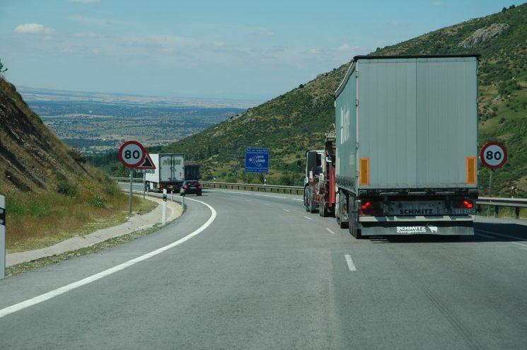 Ante la propuesta de algunas asociaciones de usuarios de las carreteras de bajar la velocidad a los camiones, FENADISMER manifiesta su más absoluto rechazo.