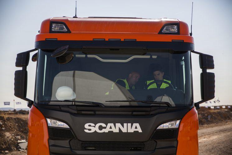 Los Hermanos Márquez a bordeo de la nueva gama de construcción de Scania.
