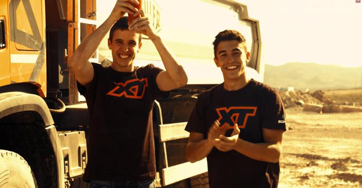 Los hermanos Márquez ponen a prueba los XT de Scania en cuatro retos.