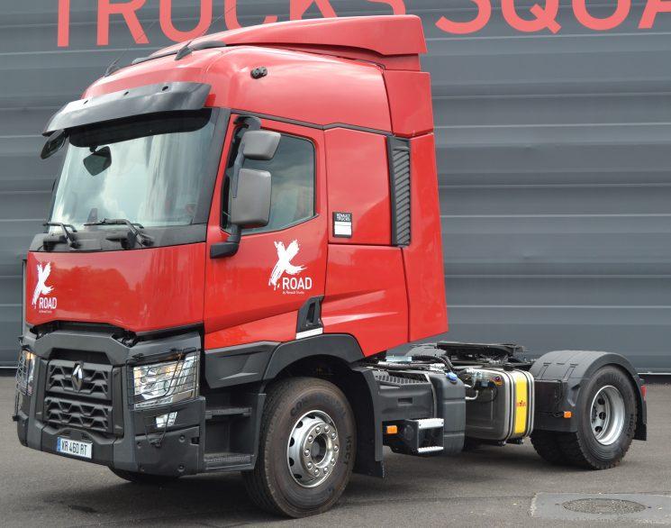 El X-Road es una camión auxiliar de construcción que parte de una tractora T de segunda mano transformada en la fábrica de camiones de Renault de Bourg-en-Bresse.