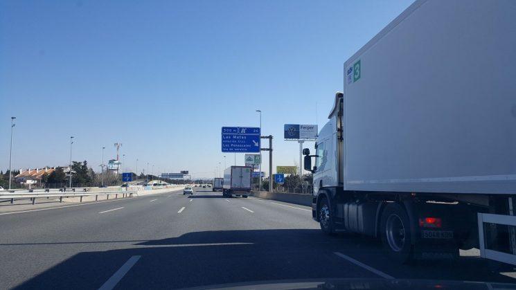 Scania pone en marcha las pruebas del transporte en platooning en España.
