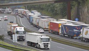 Los controles anunciados por Francia a partir del 1 de mayo pueden provocar enormes atascos en los que los camiones son los que más padecen.