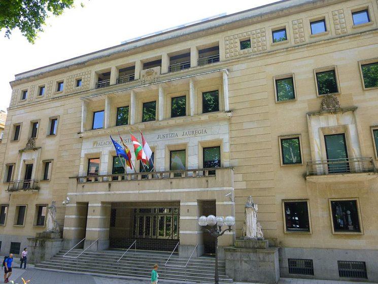 El Tribunal Superior de Justicia del País Vasco ha anulado la norma foral que establece el peaje a camiones en la N1 y en la A15