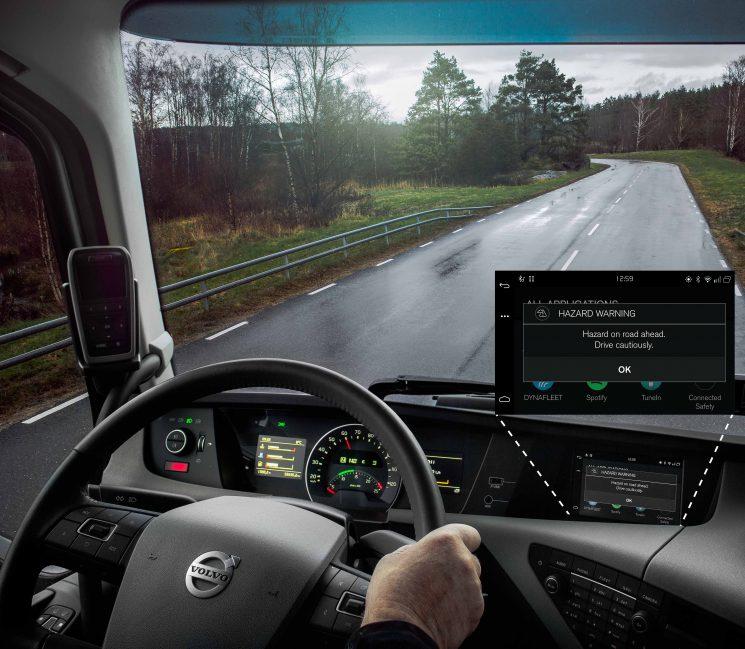 La conectividad entre coches y camiones de Volvo aumenta la seguridad del tráfico.
