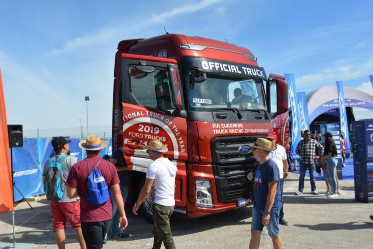 Ford Trucks expuso en el circuito del Jarama varias unidades de su tractora F-Max, que empieza a comercializar este año en el mercado español.