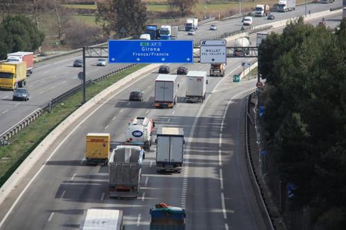 El viernes a las 00:00 entra en vigor la prohibición de circulación de camiones en la N-II en Girona