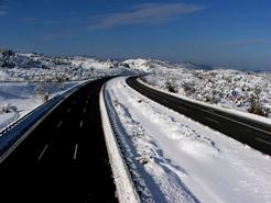 Abertis Autopistas amplía los recursos del dispositivo de Vialidad Invernal en la AP-6, AP-51 y AP-61
