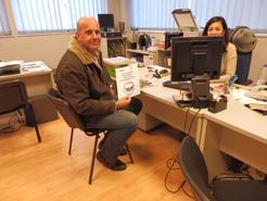 Los primeros socios de FENADISMER en recoger la pegatina de Banco de Alimentos