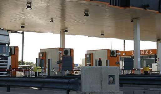 ABERTIS ha dejado de aplicar bonificaciones a los transportistas en la AP7 y AP2 aunque sigue publicitándolos en su web.
