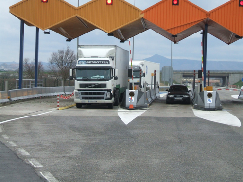 Las asociaciones de transportistas rechazan los peajes a camiones