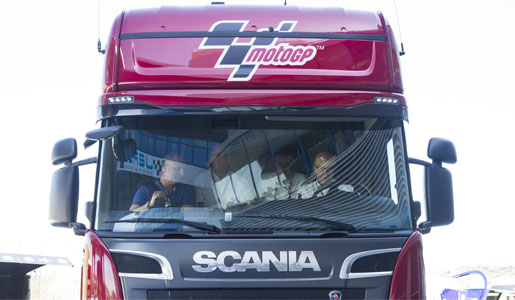 El Campeonato del Mundo de Moto GP se mueve este año a bordo de catorce camiones Scania V8 que arranca este próximo fin de semana en el Gran Premio de Jérez