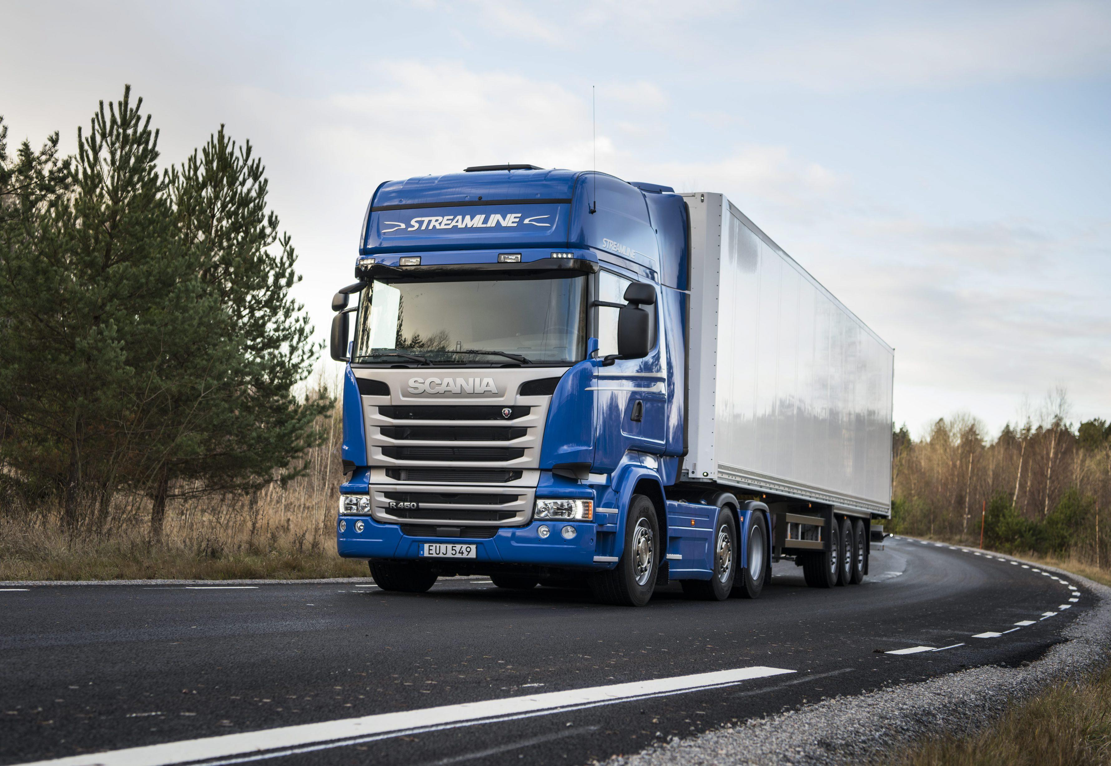 Scania lidera el mercado de vehículos de más de 16 toneladas en el primer trimestre de 2016 con 856 unidades matriculadas.