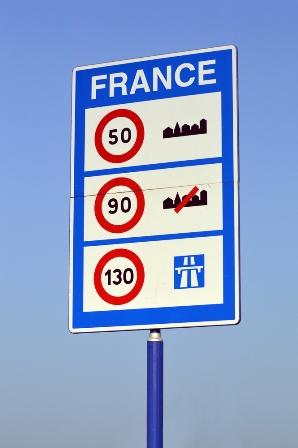 Fomento pide explicaciones a francia por algunos puntos de la Ley macron contrarios a la Directiva de desplazamiento de trabajadores.