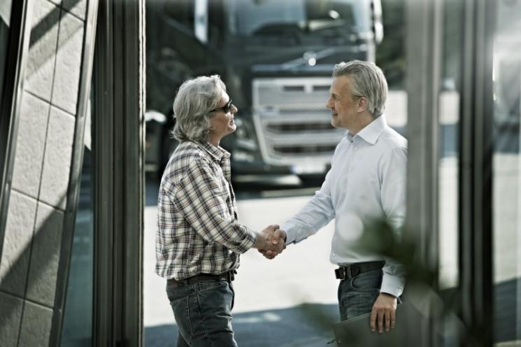 El BEI y seis entidades financieras han firmado un convenio para poner a disposición de los transportistas 1200 millones para la compra de camiones nuevos con financiación mejorada.