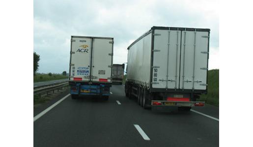 Italia valora extender el salario mínimo también al transporte internacional.