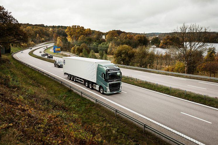 Volvo Trucks ha sido líder en tractoras en 2016 y un año más el FH es el camión más vendido en España.
