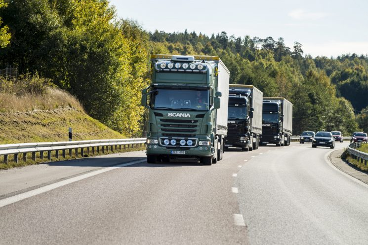 Scania apuesta por el platooning o trenes de carretera conectados como forma de transporte sostenible.