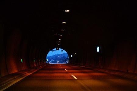 carretera tunel peaje carteles