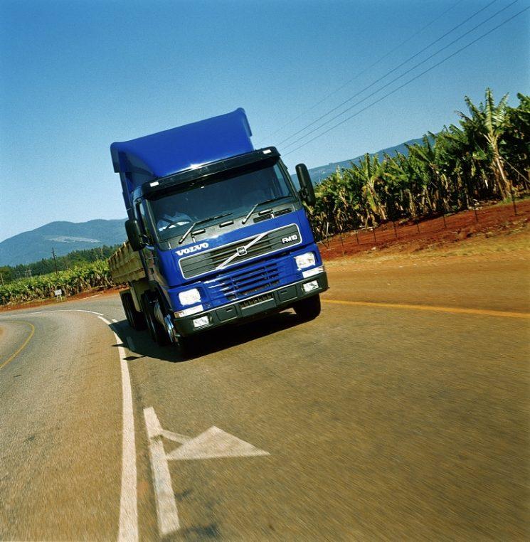 Volvo premia a los clientes que envíen una foto de su camión matriculado antes del año 2000