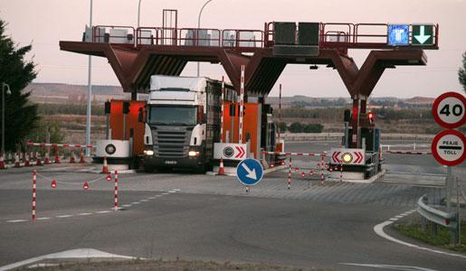 Tráfico inicia los trámites para prohibir la circulación de camiones en la N322 con su desvío obligatorio por la AP68.
