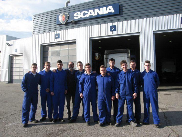 La primera promoción de mecánicos formados por Scania ya tienen trabajo en concesionarios del fabricante Sueco en diferentes puntos de España.