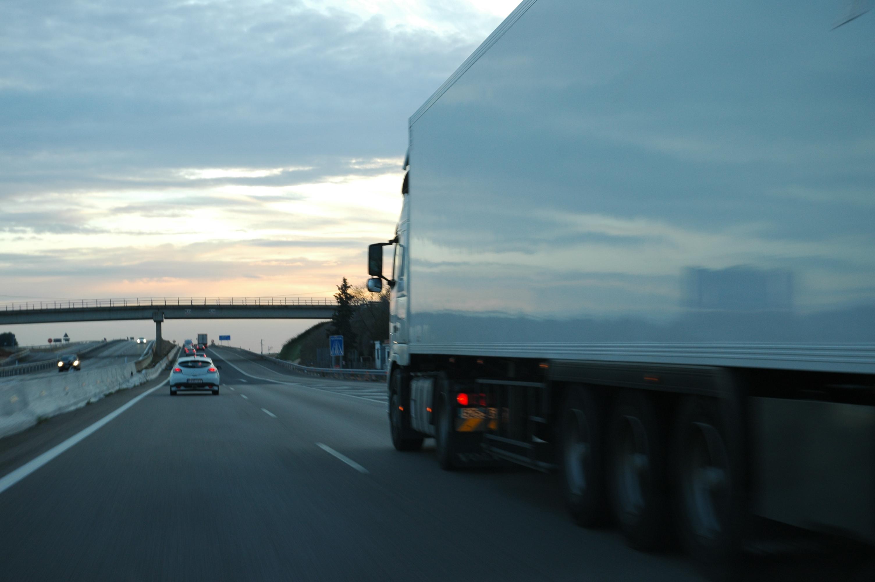 En la primera reunión con el Ministro de Fomento, FENADISMER pide mayor control a la deslocalización de empresas de transporte.