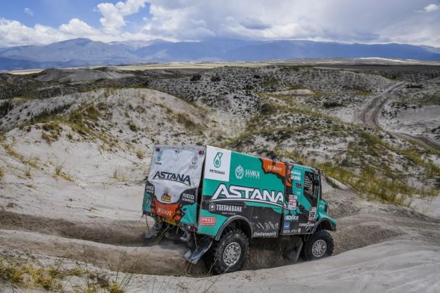 El Iveco de Villagra se ha situado primero en el Dakar 2018 seguido a un minuto de Nikolaev.