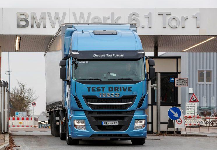 Iveco y BMW colaboran para la introducción del Stralis NP en las operaciones logísticas de BMW.