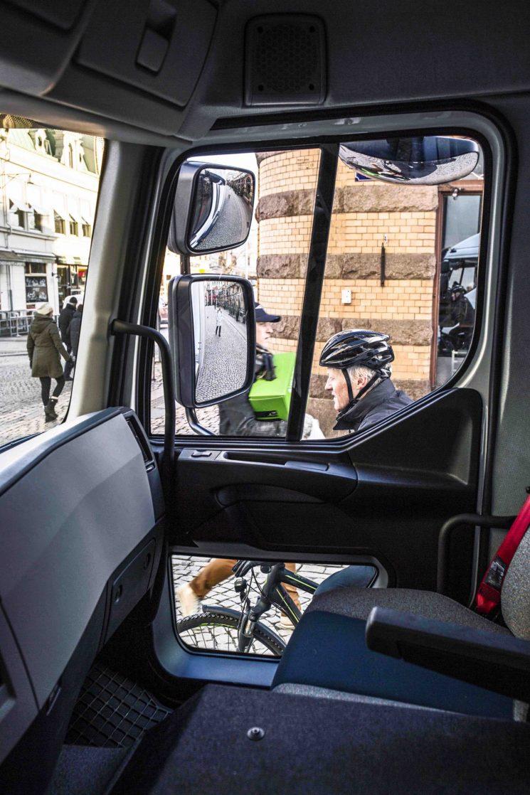 Volvo Trucks trabaja en soluciones para reducir a cero los accidentes en las ciudades con peatones y ciclistas.