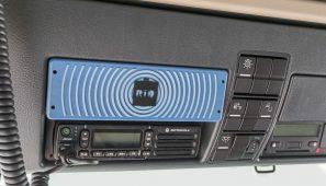 La caja RIO (RIO Box) se monta en el camión y da acceso a los servicios de la Plataforma RIO que el transportista contrate. Los camiones MAN Euro 6 la incorporan de serie desde hace un año.