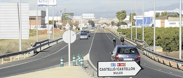La DGT y la Generalitat tramitan la prohibición de camiones en la N340 y en la N240