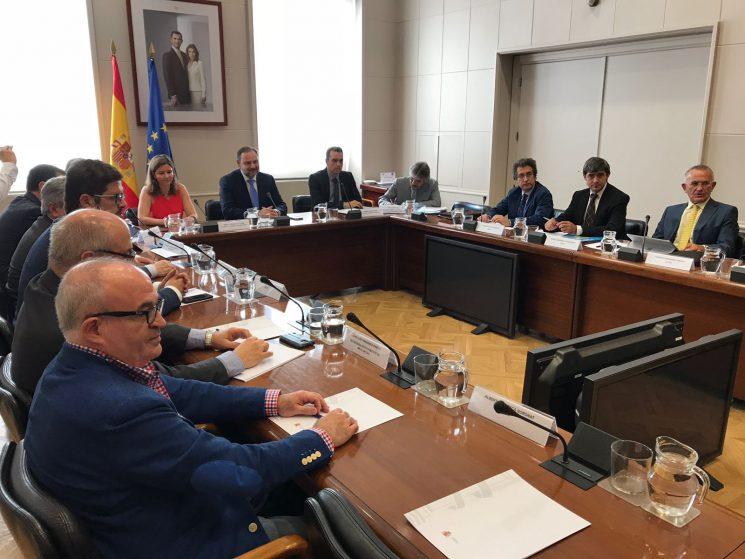 El Ministro de Fomento, José Luis Ávalos, se ha reunido con FENADISMER y el resto de organizaciones del Comité Nacional del Transporte.