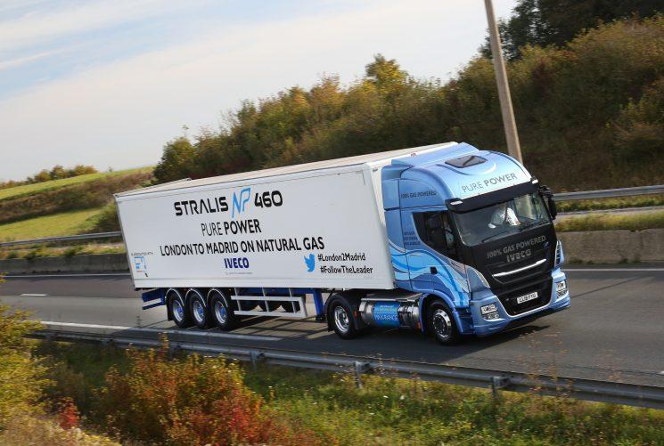 Un Iveco Stralis de gas natural licuado recorre más de 1700 kilómetros sin repostar.