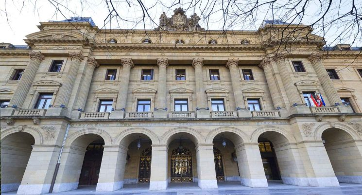 La Diputación de Guipúzcoa prepara una reforma exprés del proyecto de peajes en la N1 y a15 con la instalación de nuevos pórticos.