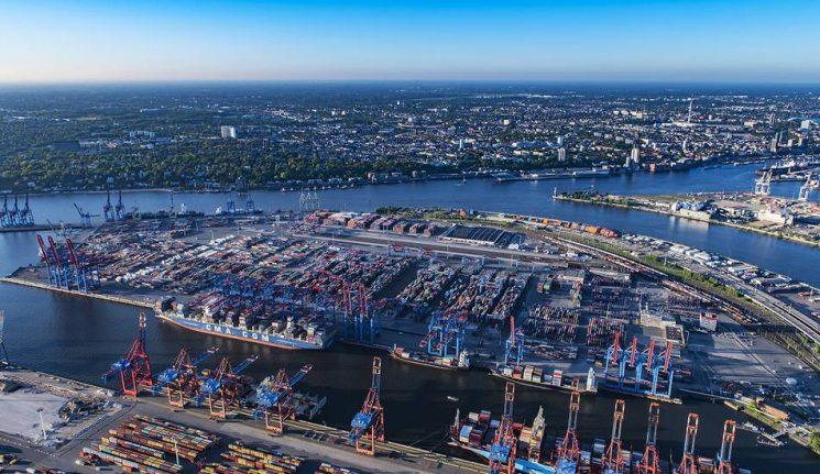 MAN inicia las pruebas de transporte de contenedores en Hamburgo con camiones autónomos.
