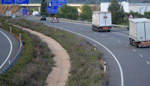 Los camiones obligados a seguir desviándose a la AP7 y A2 hasta su liberalización ya que el Tribunal Superior de Cataluña ha perdido el expediente del recurso