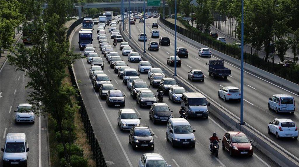 En la reunión mantenida hoy con la Dirección general de Tráfico por el malestar ocasionado con las nuevas restricciones, el Directo general de la DGT ha aceptado estudiar la propuesta de FENADISMER de permitir la circulación de camiones por la N1.
