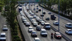 La DGT levanta las restricciones a camiones durante el puente de la Constitución
