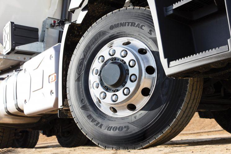 Goodyear lanza la gama Omnitrac de neumáticos para camión de servicio mixto.