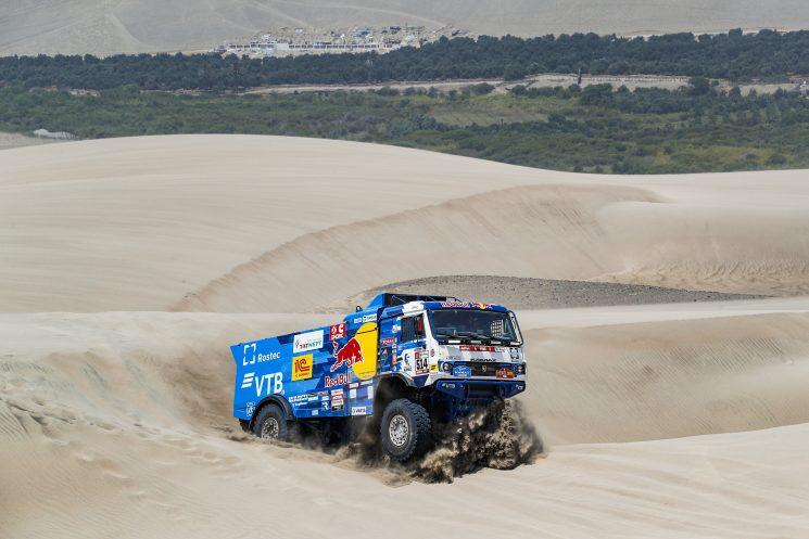 Los Kamaz se disputan el liderazgo en el Dakar 2019.