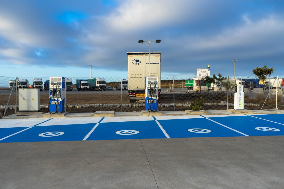 Nissan sigue ampliando la red de carga rápida eléctrica