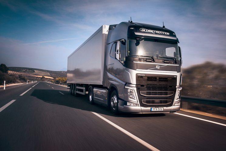 El Volvo FH ISave para larga distancia ahorra hasta un 7% de combustible.