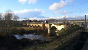 Cortada la N601 por obras en el puente sobre el río Pomar.